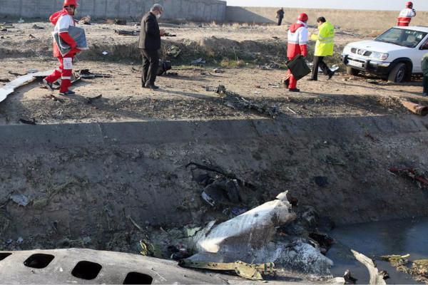 乌克兰国际航空公司一架波音737飞机在起飞后不久坠毁(图源:美国NBC新闻)